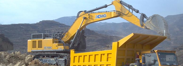 大型履带挖掘机